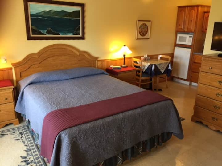 Cheticamp Outfitters Inn - Room 6
