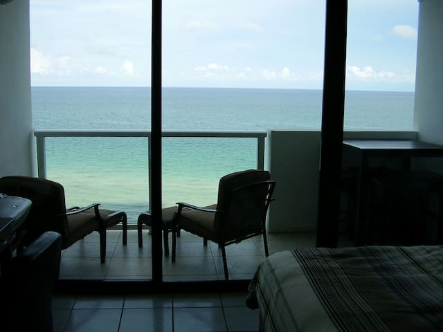 1brOceanfront Beach Getaway with private balcony