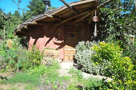 Cozy mud hut with big bridge view - Portland - Casa-Terra