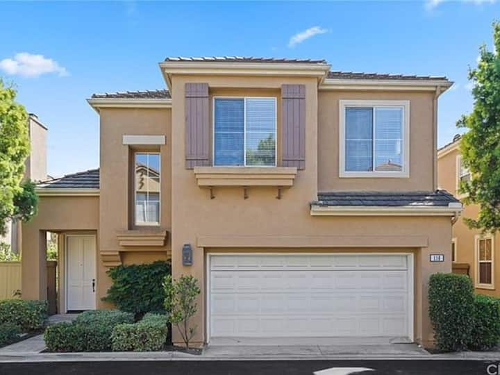 3 bedroom, Newport Coast, Gated, Walk to Shopping