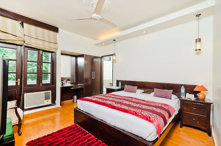 Bed & Breakfast in South Delhi