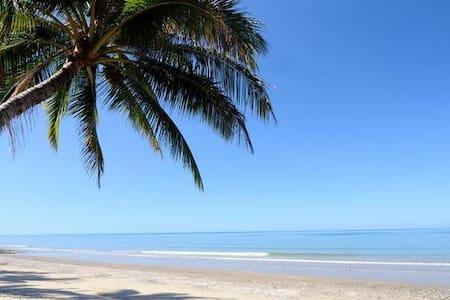 Ocean's Edge Absolute Ocean Front - Oak Beach