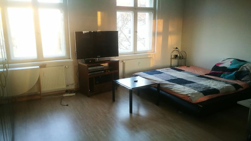 TOP-Location!! big bedroom with queensize-bed & TV