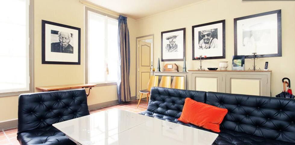 Le salon très accueillant et cosy