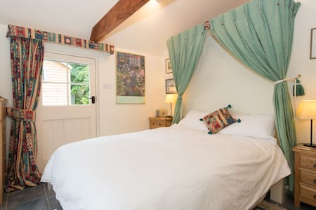 Garden Room,Rural Village B and B, - Oxfordshire - Bed & Breakfast