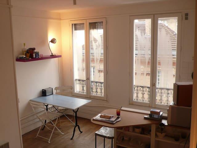 """Nice studio """"Menilmontant"""" Paris 20"""