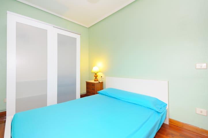 Habitación en Bilbao+Wifi+Opción Parking - Bilbao - Bed & Breakfast