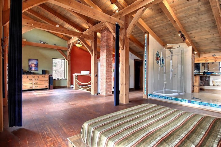 SPECTACULAR POST & BEAM ECO HOME