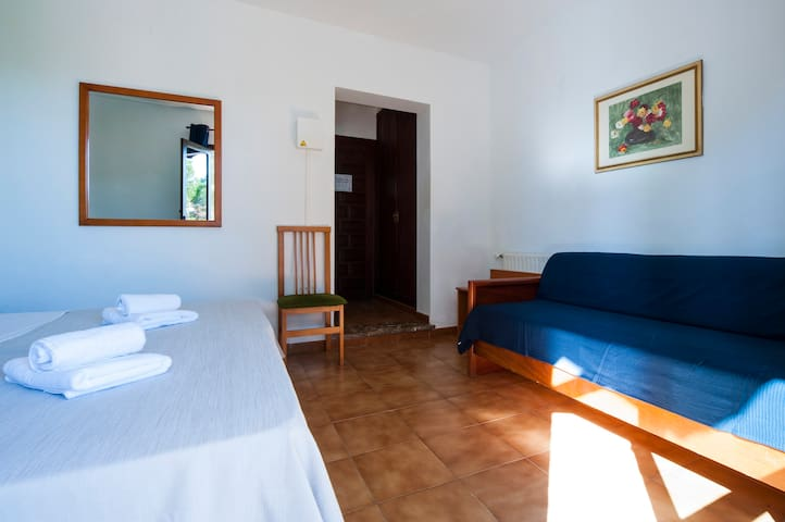 Double Room in Nice Hostal close to the beach