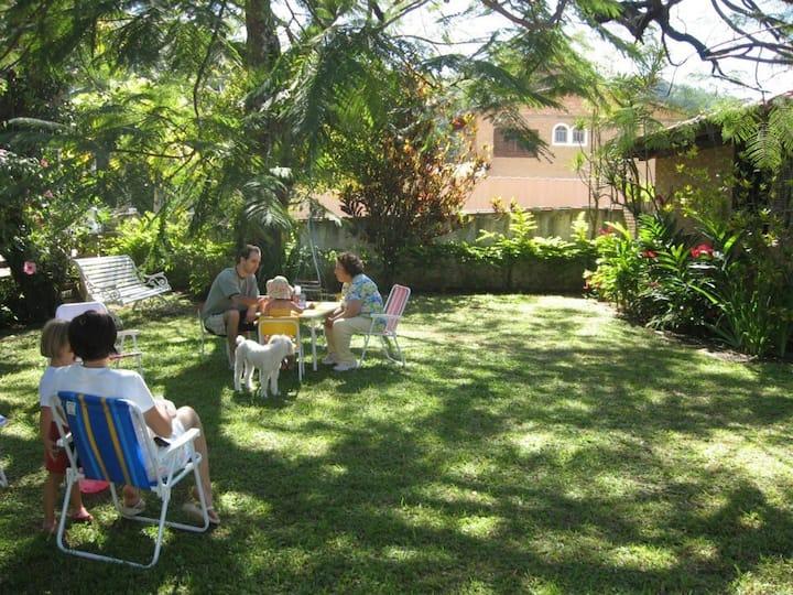 Casa sossegada com jardim, a apenas 200 m da praia
