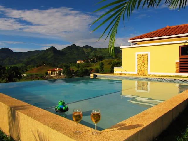 Tropical Mountain Hideaway with private Pool - Capira - Huvila