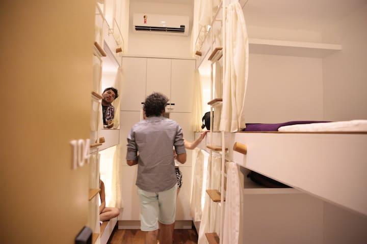 Cama em Dorm Misto com 12 Camas em linda Villa