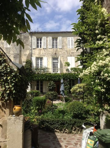 heart of town calm and relaxing B&B - Saintes - Bed & Breakfast