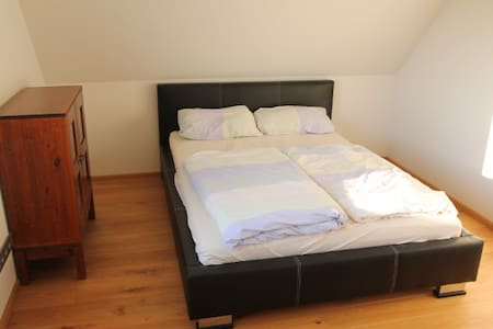 Modernes Zimmer in großzügiger Wohnung bei Achern - Achern