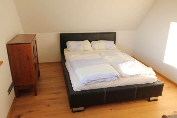 Modernes Zimmer in großzügiger Wohnung bei Achern