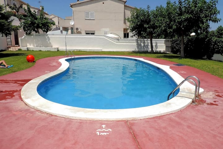 AT047 GALIÓ: House with pool 10min walk from the beach