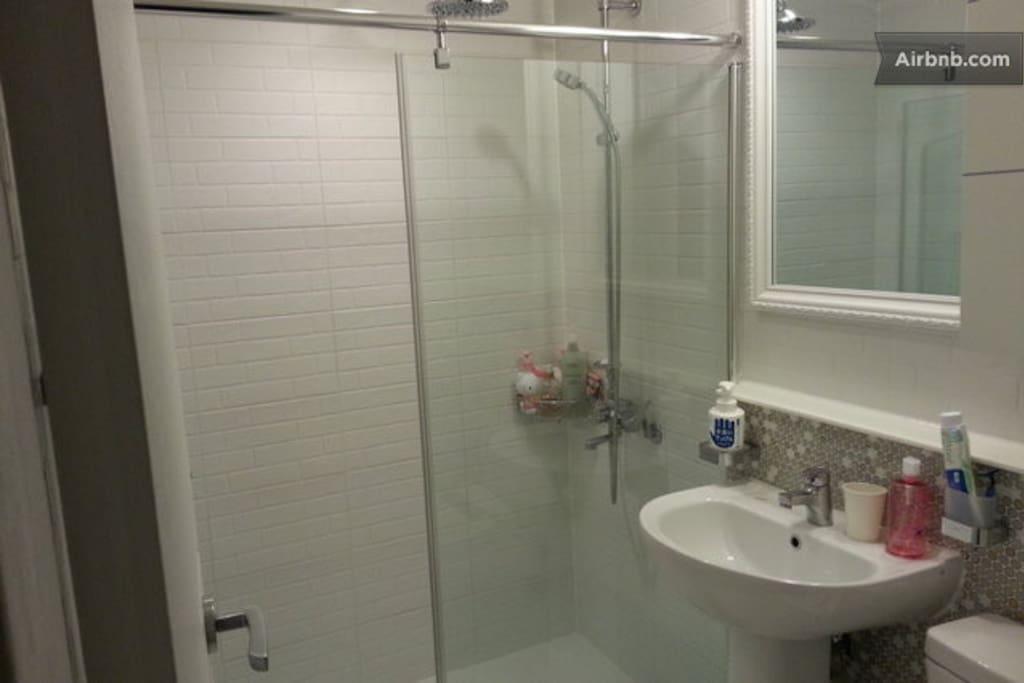 washroom &shower booth