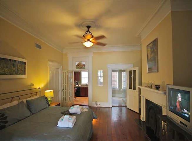 SVR-00138 Cozy Taylor Parlor Level - Savannah - Apartament
