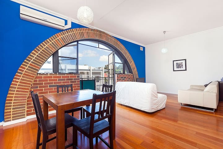 STYLISH BOUTIQUE INNER CITY APARTMENT - West Perth