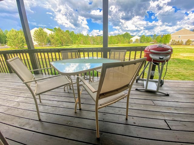 SC10: Beautiful Mountain Views! Renovated Bretton Woods Resort condo  with easy access to Mt Washington, Skiing, Conway, and the white mountains! PROFESSIONALLY CLEANED!
