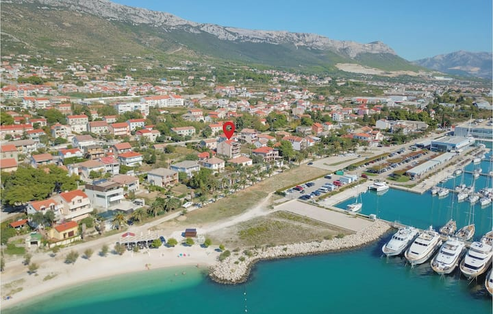 Holiday apartment with 1 bedroom on 55m² in Kastel Gomilica