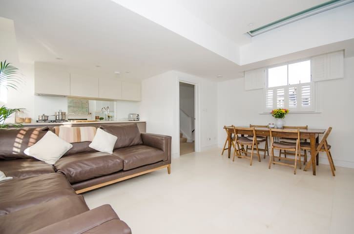 Beautiful, Bright Top Floor Flat nr Hampsted Heath