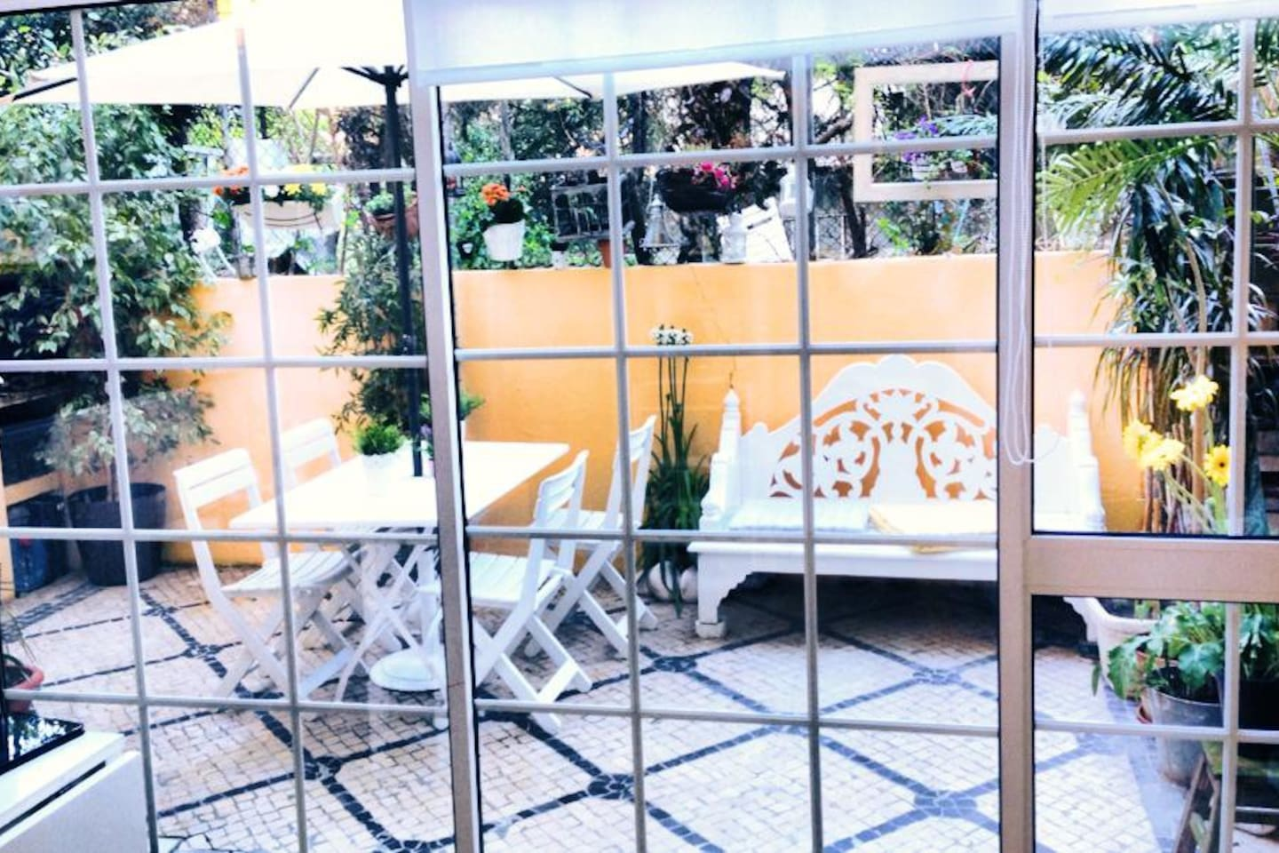 Includes access to private patio with BBQ and outside eating table in Lisbon Centre.