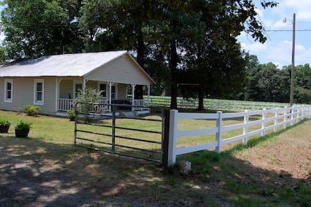 Entire home in Lillington NC - Lillington - Rumah