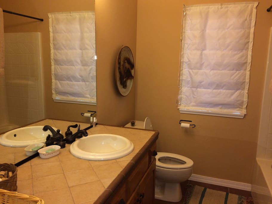 Guest bath shared between two bedrooms