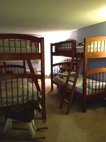 Bedroom with 2 sets bunk beds