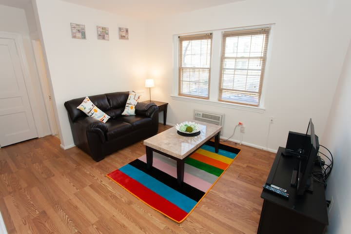 Cute Apt In Adams Morgan DC!