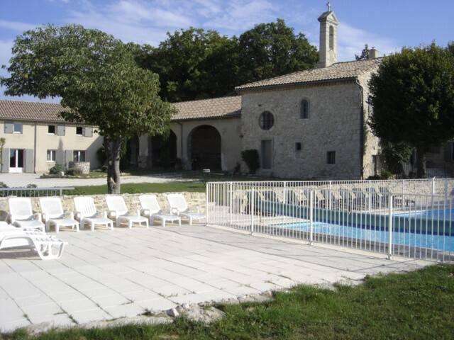Le Prieuré Saint Pierre, avec sa piscine