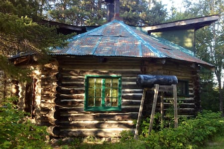 Log Cabin on 200 acre Horse farm - Sundridge