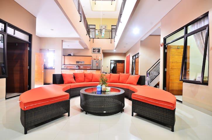 Amreta's House - Jakarta - House