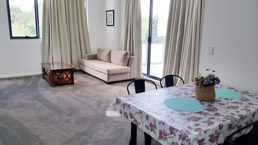 5-mins walk to train- 2 bedrooms apartment