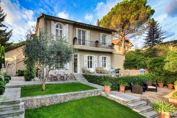 La Colle sur Loup, lovely town house with pool