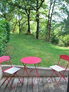 chambre indépendante avec terrasse - La Bruffière