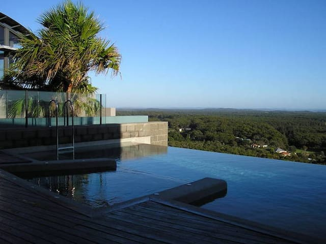 Luxury Coastal retreat Port Stephens beach & pool
