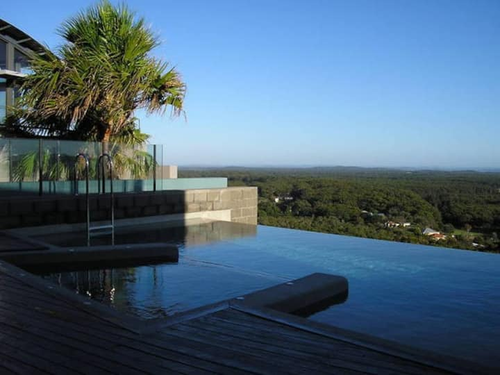Port Stephens Coastal retreat Views beach & pool