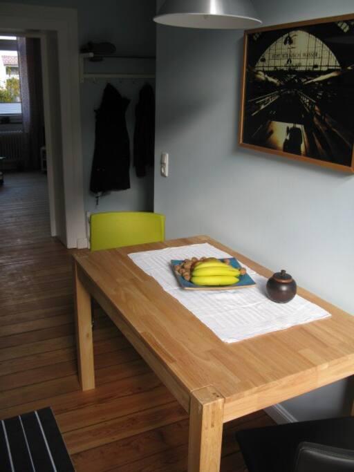 Der helle Sitzplatz in der Küche