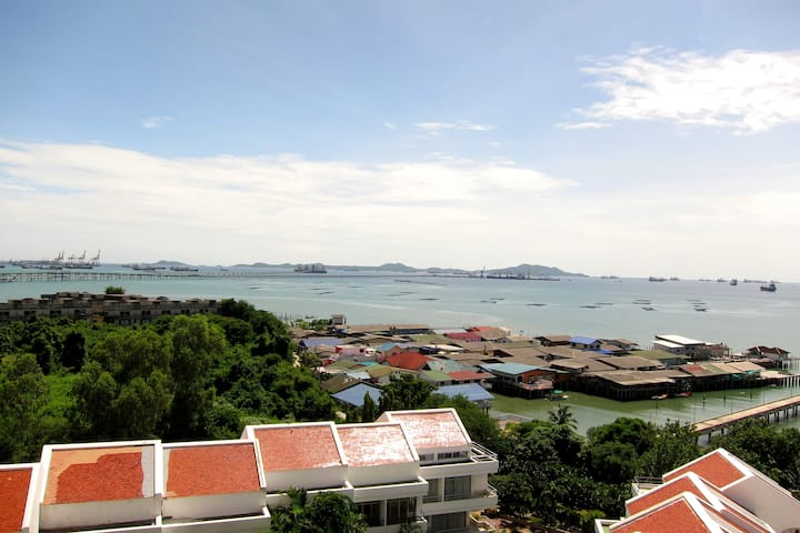 Siracha Harbour & Sea View 2BR Apt.