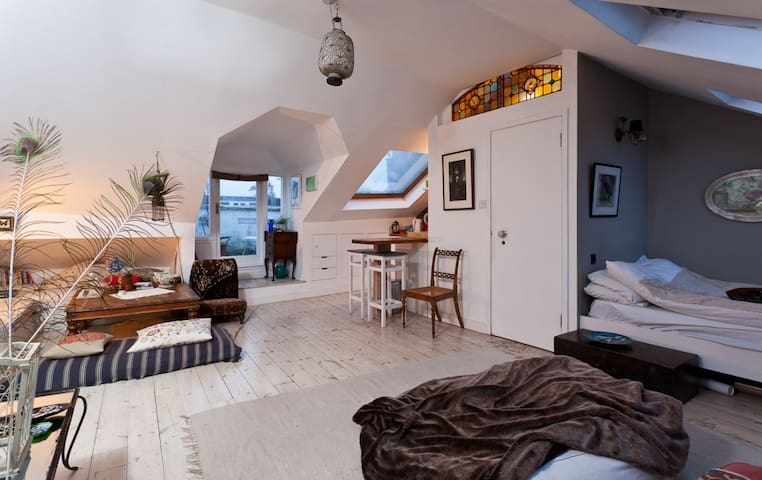 Beautiful studio in the heart of Notting Hill