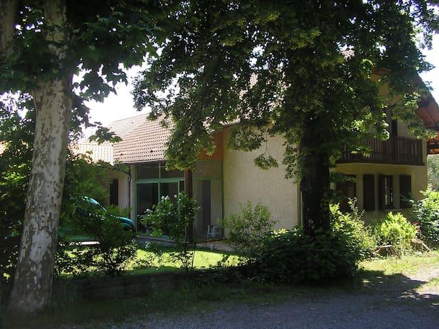 Studio avec terrasse dans un espace arboré