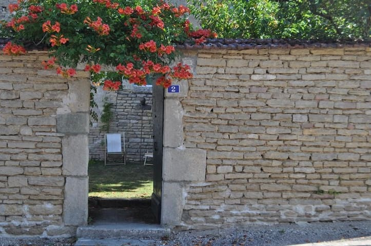 Charming 17th cent. home Bourgogne - Chassignelles - Casa