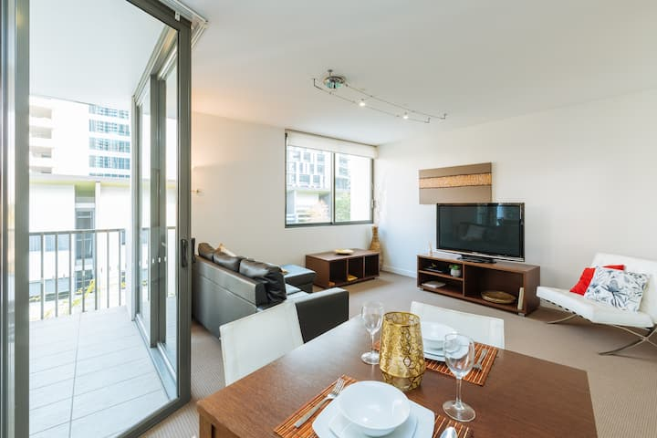 Best Location 1 Bed Apt Next to the BCEC & IGA