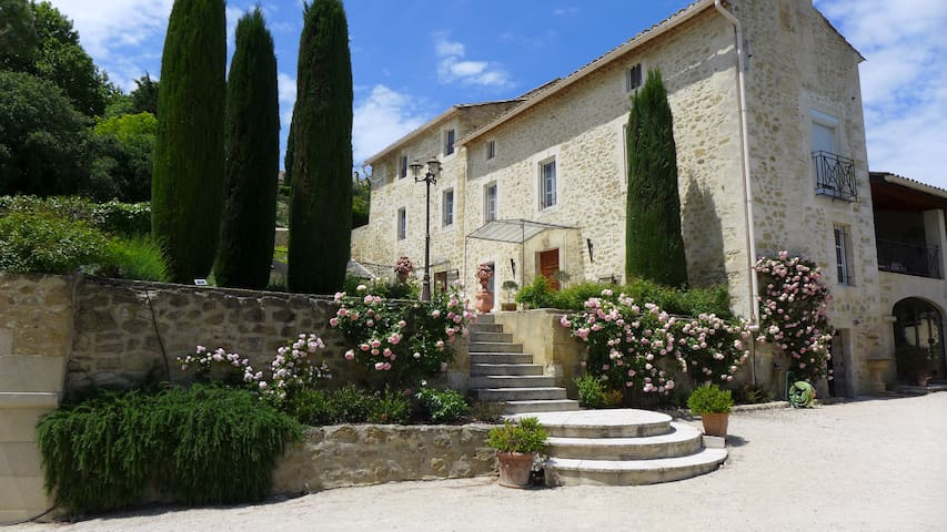 Proche Avignon, Bastide XVIIIe, Vue Mont Ventoux - Sauveterre - Huoneisto