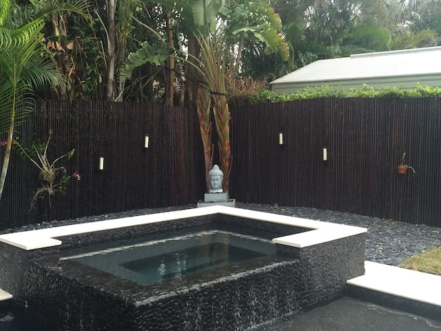 Comfortable PRVT RM with pool and hot tub. - Boca Raton - House