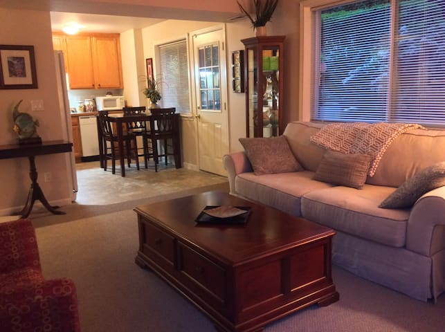 Private one bedroom apartment w/ courtyard patio.