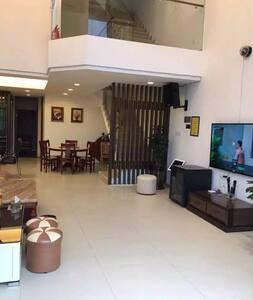 温泉别墅6房11床,含温泉池,KTV,烧烤,适合团聚,信jackie   8077,, - Guangzhou - Casa