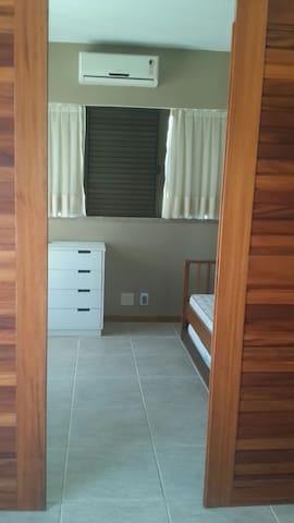 Third Bedroom / Terceiro Quarto / Tercer Dormitório